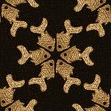 Χρυσό άνευ ραφής σχέδιο ψαριών Χρωματισμένο χέρι ακτινοβολώντας υπόβαθρο θάλασσας Αφηρημένη θαλάσσια σύσταση πυράκτωσης Στοκ Φωτογραφίες