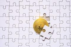 Χρυσό άσπρο τορνευτικό πριόνι bitcoins Στοκ Εικόνες