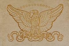 Χρυσό έμβλημα αετών αμερικανικών οπλισμένων δυνάμεων Στοκ φωτογραφία με δικαίωμα ελεύθερης χρήσης