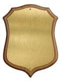 Χρυσό δίπλωμα ασπίδων στο ξύλινο πλαίσιο που απομονώνεται στοκ εικόνα με δικαίωμα ελεύθερης χρήσης