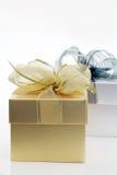 χρυσό ασήμι δώρων κιβωτίων Στοκ εικόνες με δικαίωμα ελεύθερης χρήσης