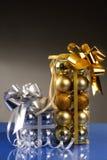χρυσό ασήμι σφαιρών Στοκ φωτογραφία με δικαίωμα ελεύθερης χρήσης