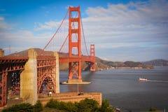Χρυσό ασβέστιο του Σαν Φρανσίσκο γεφυρών αναστολής πυλών Στοκ φωτογραφία με δικαίωμα ελεύθερης χρήσης