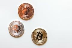 χρυσό ασημένιο bitcoin χαλκού που απομονώνεται Στοκ Εικόνα