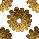 Χρυσό αφηρημένο σχέδιο λουλουδιών Το χέρι χρωμάτισε το floral άνευ ραφής υπόβαθρο Στοκ Εικόνες