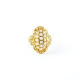 Χρυσό δαχτυλίδι με λαμπρό Στοκ φωτογραφία με δικαίωμα ελεύθερης χρήσης