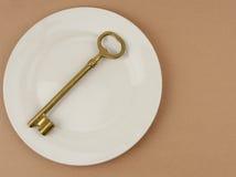 χρυσό βασικό πιάτο γευμάτων Στοκ Εικόνες