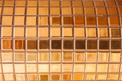 Χρυσό βερνικωμένο κεραμίδι Στοκ Εικόνες