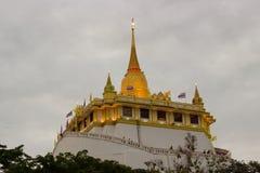 Χρυσό βουνό Wat Στοκ φωτογραφία με δικαίωμα ελεύθερης χρήσης