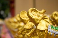 Χρυσό γλυπτό ελεφάντων στην Ταϊλάνδη Στοκ Εικόνες