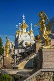 Χρυσό γλυπτό σε Peterhof, Αγία Πετρούπολη στοκ εικόνα