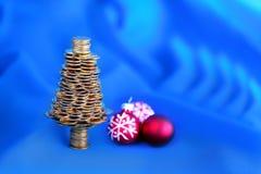 Χρυσό δέντρο στο μπλε Στοκ εικόνα με δικαίωμα ελεύθερης χρήσης