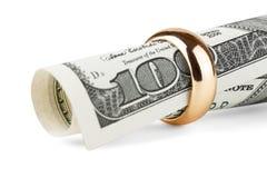 χρυσό δαχτυλίδι δολαρίων λογαριασμών Στοκ Φωτογραφίες