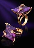 χρυσό δαχτυλίδι πολύτιμων λίθων διαμαντιών ελεύθερη απεικόνιση δικαιώματος