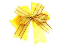 Χρυσό δώρο τόξων κορδελλών που απομονώνεται στο άσπρο υπόβαθρο Στοκ Εικόνες