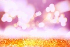 Χρυσό εορταστικό υπόβαθρο Χριστουγέννων Ζωηρόχρωμη θολωμένη σύσταση Η περίληψη άστραψε φωτεινό υπόβαθρο με το bokeh το χρυσό φως Στοκ Φωτογραφίες