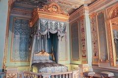 Χρυσό εσωτερικό των μπροστινών κρεβατοκάμαρων Στοκ εικόνες με δικαίωμα ελεύθερης χρήσης
