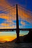χρυσό ηλιοβασίλεμα πυλών γεφυρών Στοκ Εικόνα