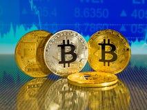 Χρυσό και ασημένιο bitcoin στο μπλε αφηρημένο υπόβαθρο χρηματοδότησης Cryptocurrency Bitcoin Στοκ φωτογραφία με δικαίωμα ελεύθερης χρήσης