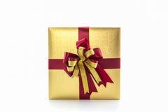 Χρυσό και καφετί κιβώτιο δώρων με το τόξο κορδελλών Στοκ φωτογραφίες με δικαίωμα ελεύθερης χρήσης