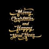 Χρυσό κείμενο στο μαύρο υπόβαθρο Χαρούμενα Χριστούγεννα και εγγραφή καλής χρονιάς για την πρόσκληση και τη ευχετήρια κάρτα, τυπωμ Στοκ φωτογραφία με δικαίωμα ελεύθερης χρήσης