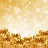 Χρυσό κιβώτιο δώρων στην αφηρημένη χρυσή ανασκόπηση ελεύθερη απεικόνιση δικαιώματος