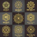 Χρυσό κομψό μονόγραμμα Σχέδιο προτύπων για το μονόγραμμα, ετικέτα, λογότυπο, έμβλημα Στοκ εικόνα με δικαίωμα ελεύθερης χρήσης
