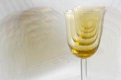 χρυσό κρασί γυαλιών Στοκ Εικόνες