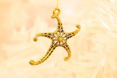 Χρυσό κρεμαστό κόσμημα αστεριών Στοκ φωτογραφίες με δικαίωμα ελεύθερης χρήσης