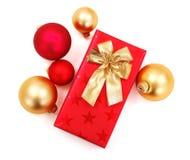 χρυσό κόκκινο δώρων διακ&omicron Στοκ φωτογραφίες με δικαίωμα ελεύθερης χρήσης