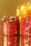 χρυσό κόκκινο δώρων Στοκ Φωτογραφίες