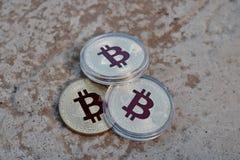 Χρυσό κόκκινο νόμισμα bitcoin Στοκ φωτογραφία με δικαίωμα ελεύθερης χρήσης