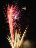 χρυσό κόκκινο πυροτεχνημά Στοκ Εικόνα
