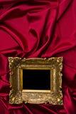 χρυσό κόκκινο σατέν πλαισί&o Στοκ Εικόνα