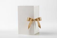 χρυσό λευκό κιβωτίων τόξων Στοκ εικόνα με δικαίωμα ελεύθερης χρήσης