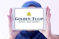 Χρυσό λογότυπο ξενοδοχείων και θερέτρων τουλιπών Στοκ φωτογραφίες με δικαίωμα ελεύθερης χρήσης
