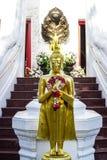 Χρυσό μέτωπο αγαλμάτων του Βούδα του σκαλοπατιού παρεκκλησιών Στοκ εικόνα με δικαίωμα ελεύθερης χρήσης