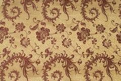 Χρυσό μετάξι με το floral πρότυπο Στοκ Εικόνες