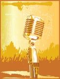 χρυσό μικρόφωνο αναδρομι&kap Στοκ Εικόνα