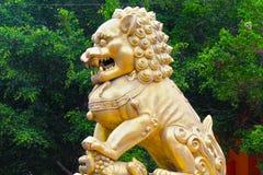 Χρυσό μνημείο λιονταριών Στοκ εικόνα με δικαίωμα ελεύθερης χρήσης