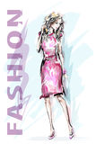 χρυσό μοντέλο μόδας φορεμ Συρμένη χέρι όμορφη γυναίκα μόδας κορίτσι μοντέρνο σκίτσο ελεύθερη απεικόνιση δικαιώματος
