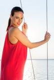 χρυσό μοντέλο μόδας φορεμ Στοκ εικόνες με δικαίωμα ελεύθερης χρήσης
