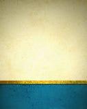 Χρυσό μπεζ υπόβαθρο με τα μπλε σύνορα υποσημείωσης, χρυσή περιποίηση κορδελλών, και grunge εκλεκτής ποιότητας σύσταση Στοκ εικόνες με δικαίωμα ελεύθερης χρήσης