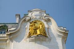 Χρυσό ντεκόρ του ιστορικού κτηρίου στη Βιέννη Στοκ Εικόνα