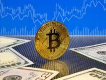 Χρυσό νόμισμα bitcoin στο μπλε αφηρημένο υπόβαθρο χρηματοδότησης Cryptocurrency Bitcoin Στοκ φωτογραφία με δικαίωμα ελεύθερης χρήσης