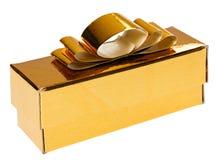 Χρυσό παρόν κιβώτιο με την κίτρινη κορδέλλα Στοκ Εικόνα