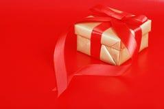 χρυσό παρόν κόκκινο Χριστο& Στοκ Φωτογραφίες