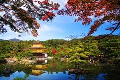 Χρυσό περίπτερο στο φθινόπωρο, Κιότο Στοκ Φωτογραφίες