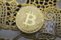 Χρυσό πλαίσιο χρυσό Bitcoins νέες εικονικές πιστώσεις Στοκ Εικόνες