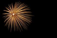 Χρυσό πυροτέχνημα στο μαύρο υπόβαθρο Στοκ εικόνες με δικαίωμα ελεύθερης χρήσης